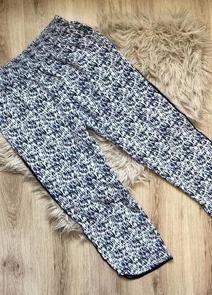 Легкие широкие штаны с лампасами на резинке