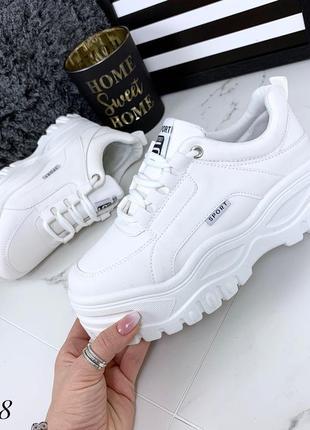 Стильные белые кроссовки на платформе. размеры с 36 по 41