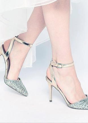 Серебрянные босоножки на каблуке