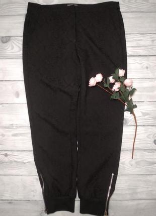 Базовые черные штаны  с замочками внизу.1