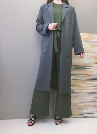 Досить плотна і важкувата накидка-легке пальто