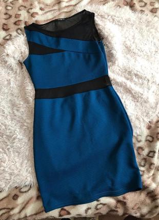 Платье с разрезами с сеточкой облегающее по фигуре узкое
