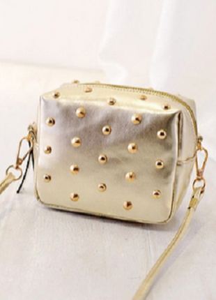 Красивая золотая сумочка на длинной ручке