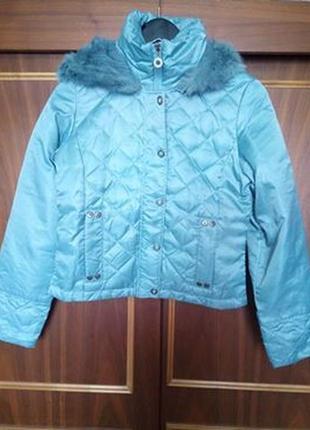 Курточка пуховая короткая.