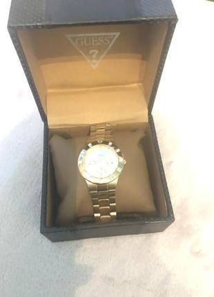 Стальные брендовые часы в позолоте
