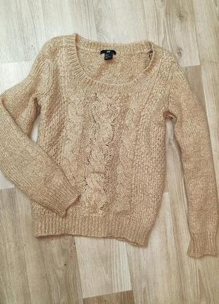 Бежевый шерстяной свитер в косички