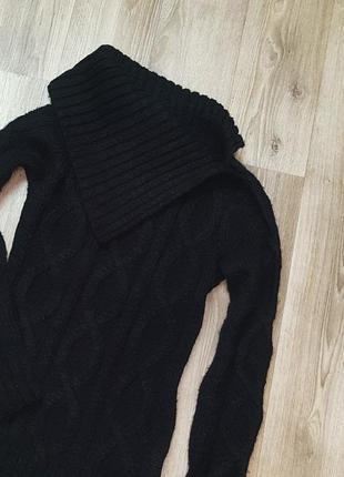 Черный свитер с интересным воротом