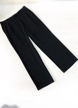 Классические чёрные брюки прямого кроя со стрелками