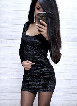 Велюровое чёрное короткое платье