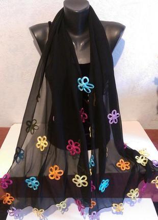 Черный шелковый шарф с красивым декором  в разноцветные цветы