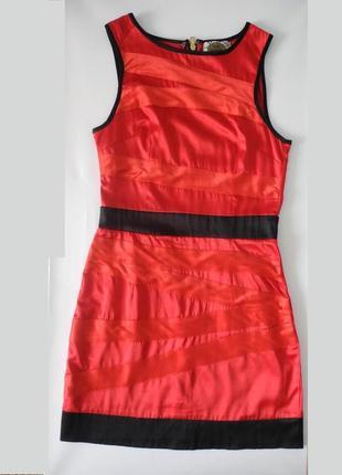 Красное платье на молнии