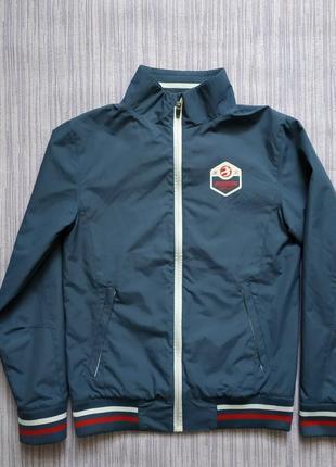 Куртка, состояние идеальное, размер s, можно на подростка.