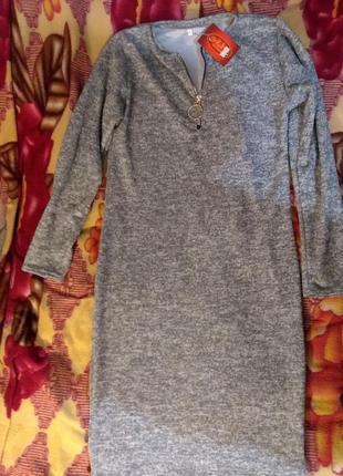 Демисезонное платье с длиным рукавом