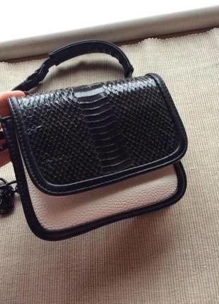 Стильная фирменная сумочка