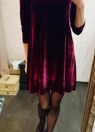 Бархатное платье ягодного цвета