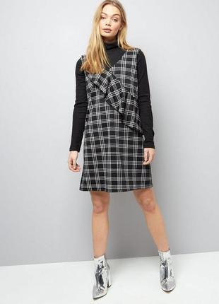 Нереальное платье сарафан под рубашку, гольф, в клетку с воланом new look