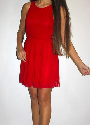Шифоновое красное платье - спинка открыта