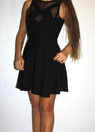 Черное платье, красивая грудь! по спинке молния