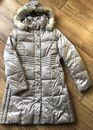 Красивый/легкий пуховик/куртка с натуральным мехом на капюшоне