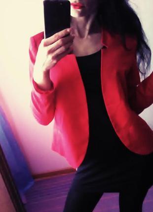 Стильний піджак макового кольору