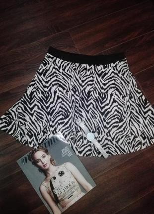 Классная весенне-осенняя юбка трапеция с модным принтом зебра h&m