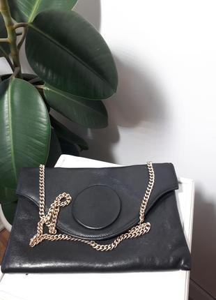 Маленькая кожаная сумочка на короткой цепочки