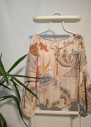 Пудровая блуза с пышными рукавами