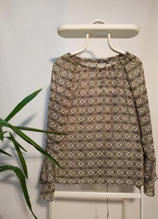 Оригинальная блуза со шнуровкой на спинке