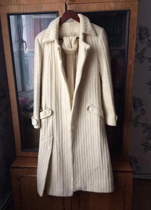 Тёплое длинное белое пальто