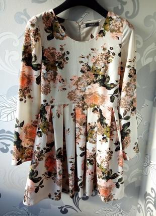 Бежевое белое в цветы короткое платье  плиссе, платье vila clothes  принт цветы