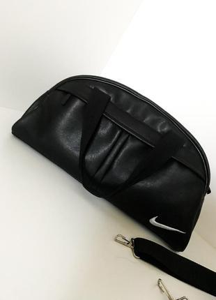 Спортивная сумка женская мужская с ручками длинной из экокожи чёрная с белым nike