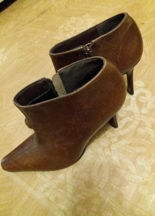 Женские туфли гибсы 39 розмер.