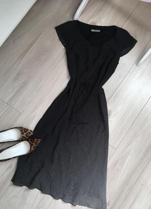 Стильное платье миди в горох