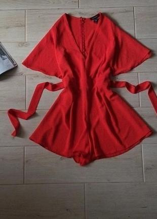 Шикарный фактурный ромпер с шортами яркого красного цвета