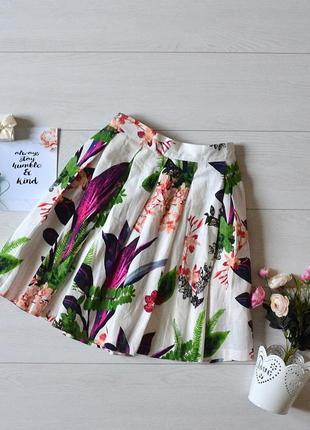 Чудова юбка в квіти.