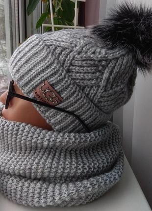 Новый красивый комплект: шапка (на флисе) и хомут восьмерка, серый