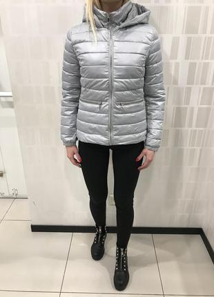 Серая демисезонная куртка весенняя курточка. mohito. размеры разные.
