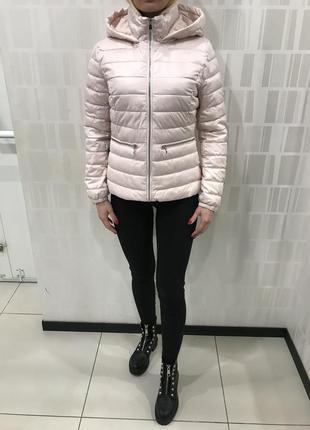 Розовая весенняя куртка лёгкая курточка на синтепон. mohito. размеры разные.