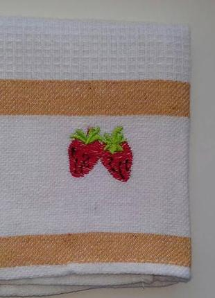 Вафельные кухонные полотенца 43 х 68 с вышивкой клубники