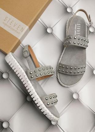Steven by steve madden оригинал серые замшевые сандалии с заклепками бренд из сша