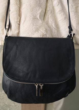Красивая кожаная сумочка.