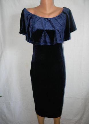 Элегантное красивое велюровое платье с оборкой