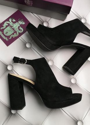 Fergie закрытые замшевые туфли босоножки на широком каблуке бренд оригинал из сша