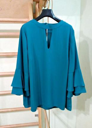 Красивая блуза с воланами на рукавах