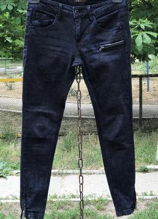 Крутые джинсы в байкерском стиле скинни/ зауженные с молниями внизу от pull&bear