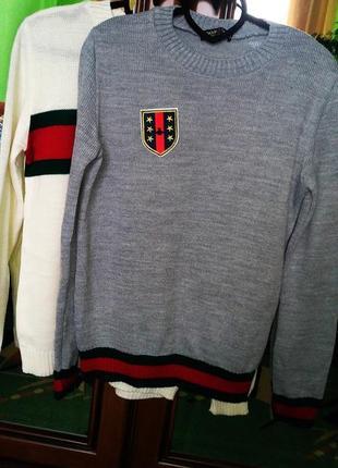 Модный тёплый свитерок серого цвета