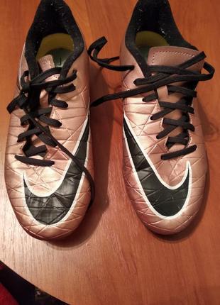 Бутсы для футбола с пластиковыми шипами