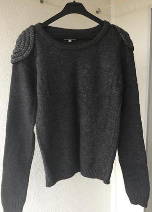 Крутой серый свитер с погонами шерсть в составе