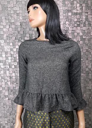 Красивая блузка с рюшем