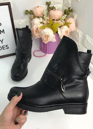 Зимние ботинки с портупеей